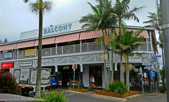 Balcony Bar & Oyster Co. Byron Bay – Guide Arm Awnings